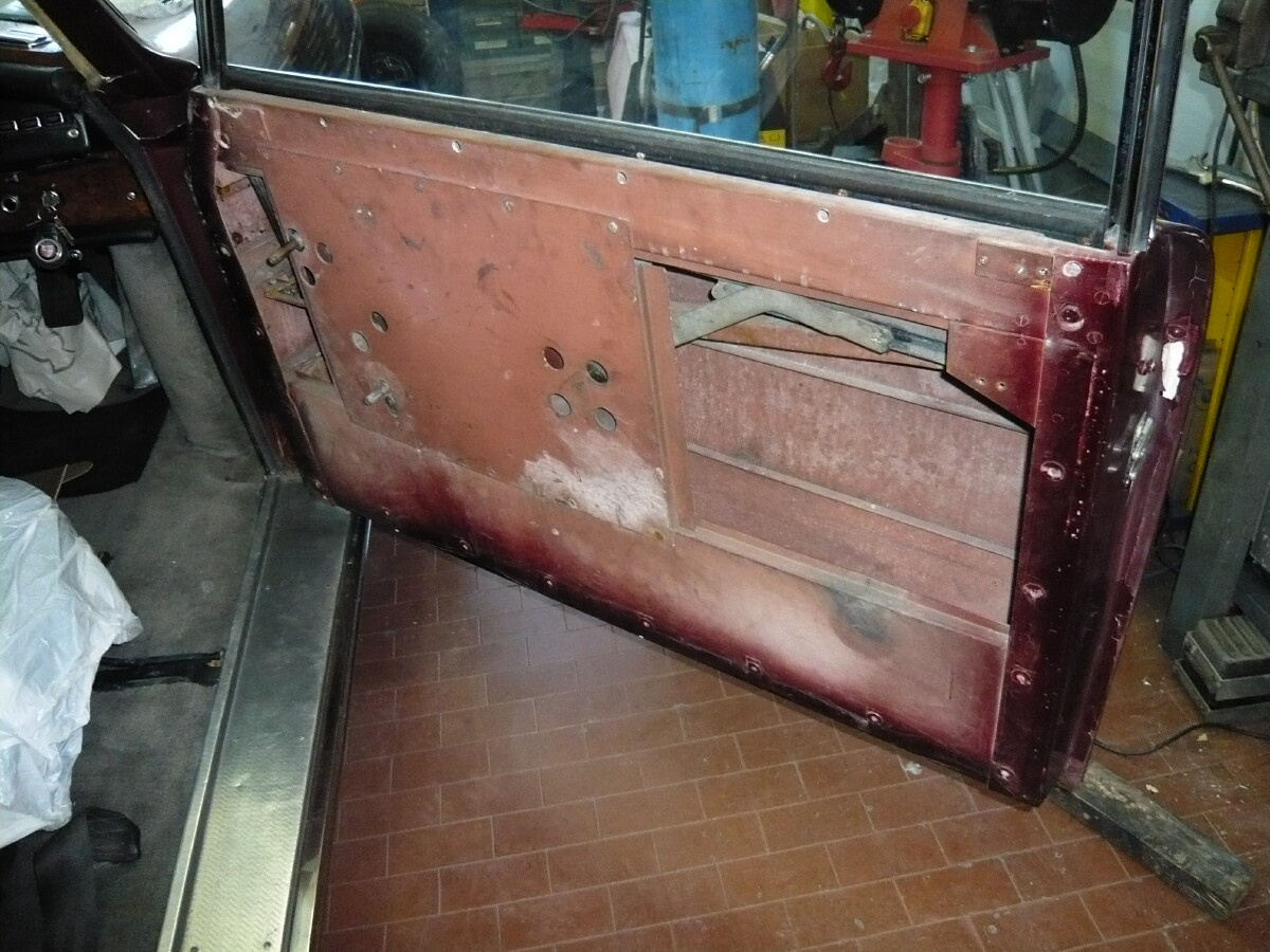 Bristol 409 door inside