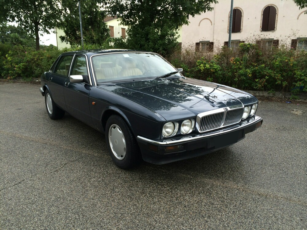 my favourite cars 1992 jaguar xj6 xj40. Black Bedroom Furniture Sets. Home Design Ideas